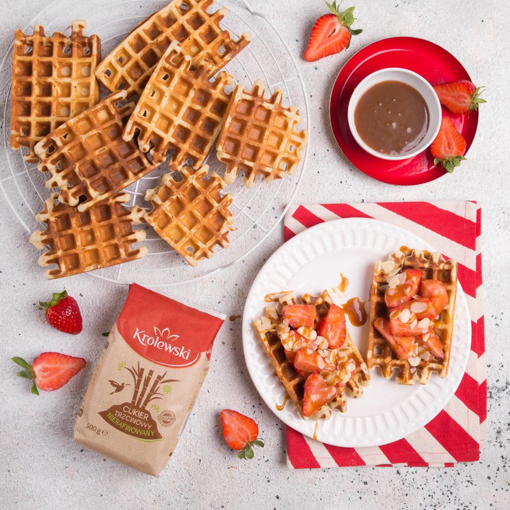 Cukier Królewski – waffles with strawberries